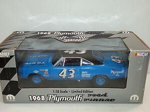 1-18-ERTL-EDIZIONE-LIMITATA-1968-Plymouth-Road-Runner-RICHARD-PETTY-43