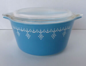 "Vintage 1970's #473 round CASSEROLE with LID in SNOWFLAKE BLUE ""Garland"" XLNT!"