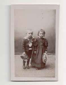 Vintage-CDV-Unknown-Little-Boy-amp-Girl-Cute-hats-amp-Outfits