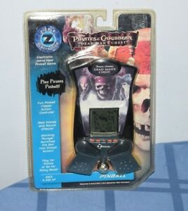 Zizzle-Pirates-of-the-Caribbean-Dead-Man-039-s-Chest-Handheld-Pinball-Game-NEW-FS