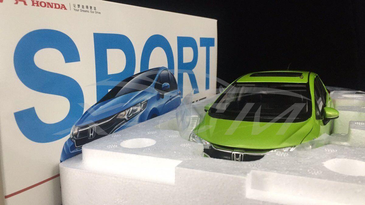Modello DIECAST AUTO HONDA HONDA HONDA FIT SPORT 1:18  Verde  + REGALO 741088