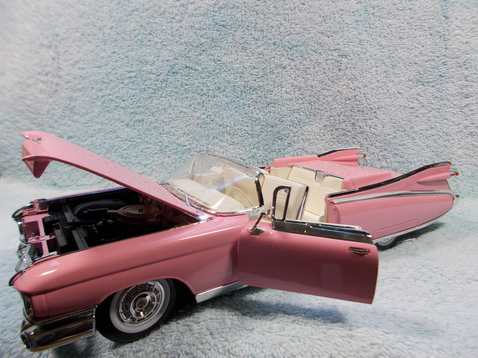 1 18 escala Diecast 1959 Cadillac Eldorado Cabrio baritz en en en Color rosadodo por Maisto. a29326