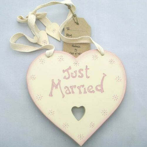 """/""""Just Married/"""" wooden heart sign by East of India with a gift tag"""