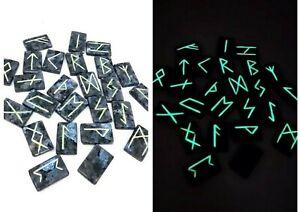 Viking-Runes-of-labradorite-glowing-in-the-dark-with-linen-bag-25-Runestones