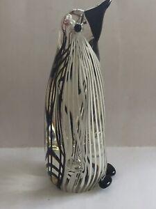 Murano-Glass-Stripped-Glass-White-Black-Glass-Penguin-Bird-Paperweight