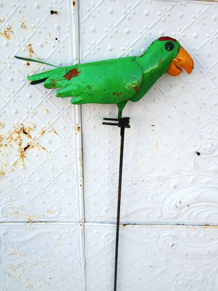 Recycled metal parrot garden stake lawn ornament yard for Decorative lawn ornaments