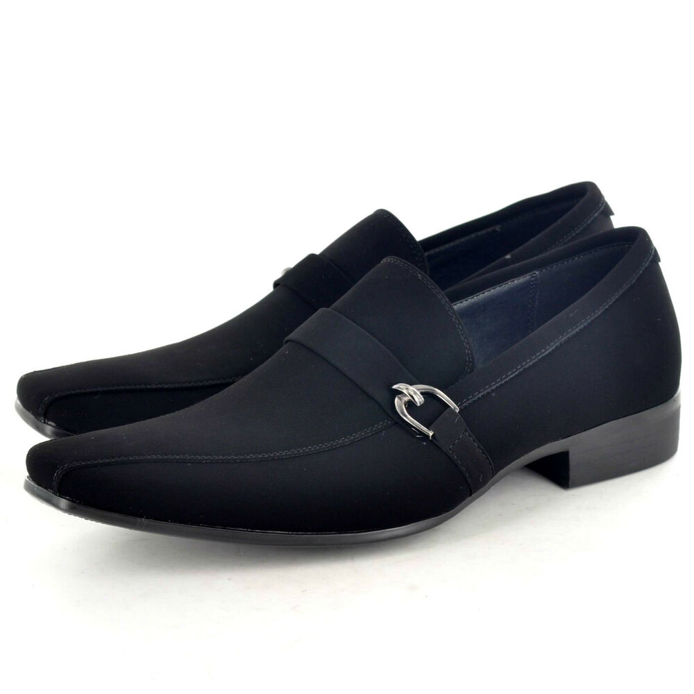 Smart Mens Shoes. Welcome to our collection of formal shoes for men. Afterall, what is a good suit without a smart pair of shoes to compliment it? Our range of classic shoes includes leather, brogues and coloured dress shoes, so whatever the occasion, we'll have the pair for you.