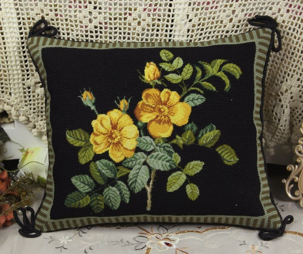 14 beautiful yellow rose bunch decorative black needlepoint sofa pillow cushion ebay. Black Bedroom Furniture Sets. Home Design Ideas