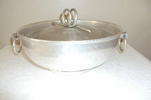 vintage hammered aluminum serving bowl with lid 8 diameter ebay. Black Bedroom Furniture Sets. Home Design Ideas