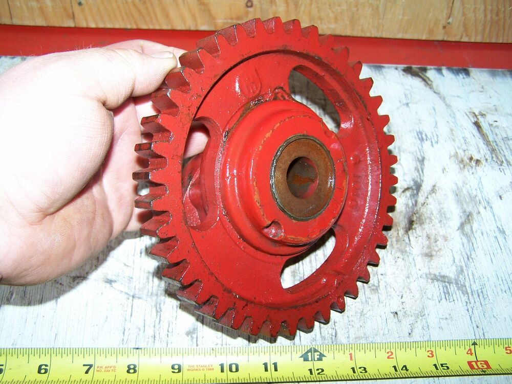 Old Engine Gears : Old ihc hp vertical famous titan cam gear shaft hit miss