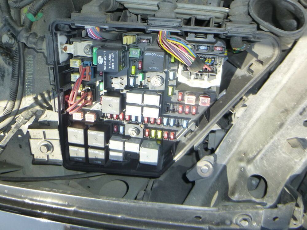 2003 2004 2005 2006 2007 cadillac cts fuse box under hood. Black Bedroom Furniture Sets. Home Design Ideas