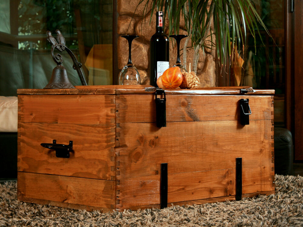 large rustic wood pine chest trunk blanket box vintage coffee table cottage 4 ebay. Black Bedroom Furniture Sets. Home Design Ideas