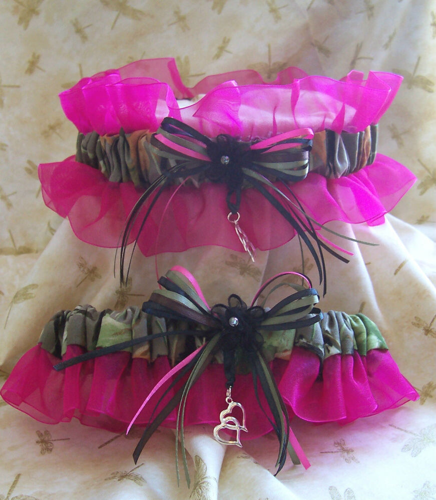 Red Wedding Garters: REALTREE CAMO W/HOT PINK Wedding Garter SET