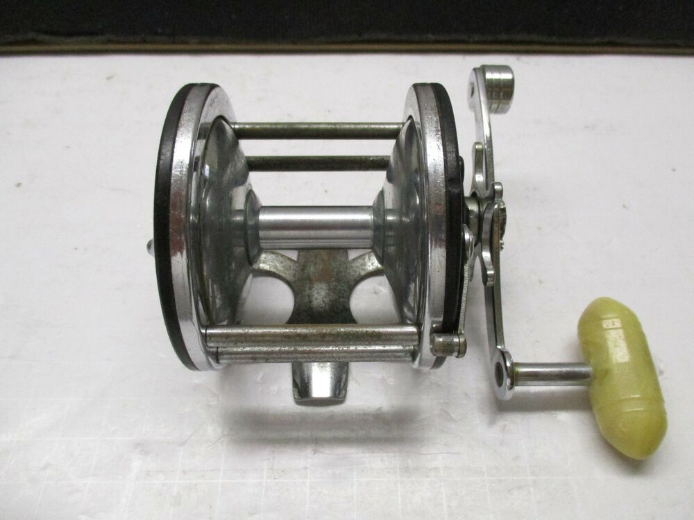 Vintage penn long beach 65 conventional saltwater fishing for Saltwater fishing reel