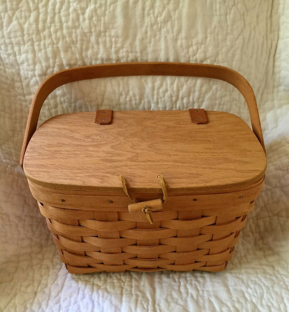 small longaberger picnic basket with lid liners and protector 1995 ebay. Black Bedroom Furniture Sets. Home Design Ideas