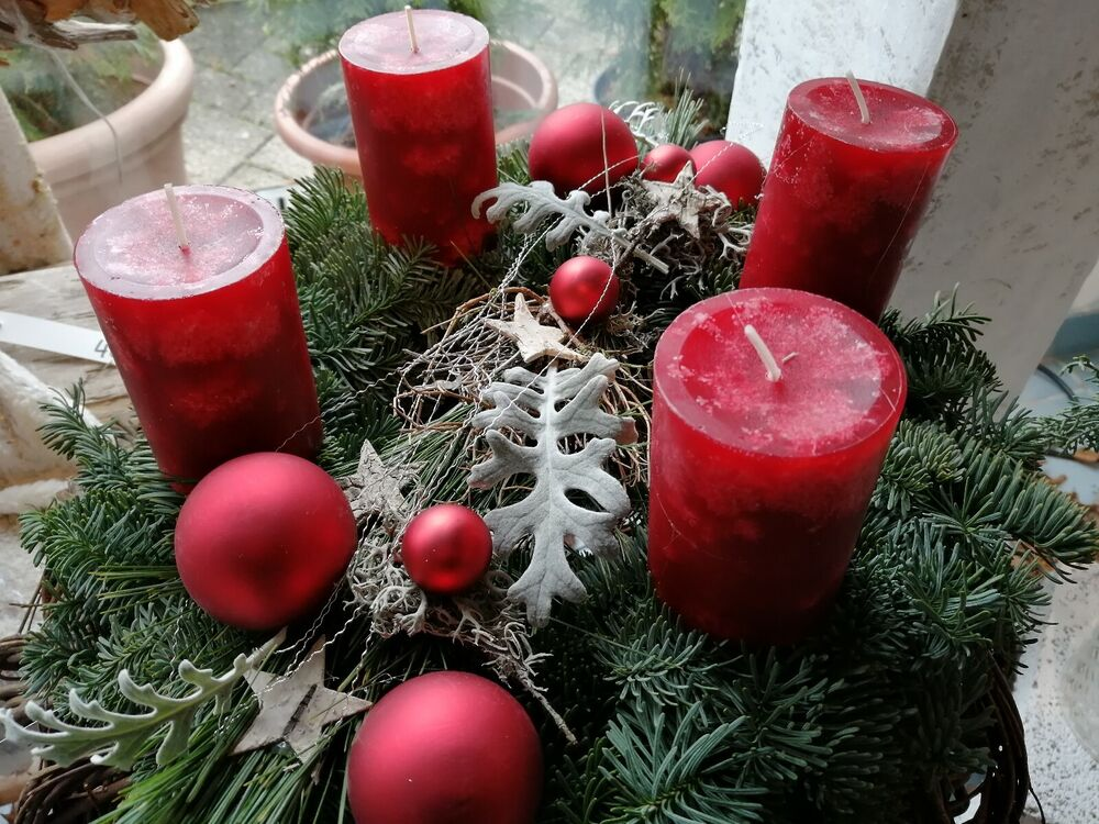 adventskranz frisch natur adventskr nze weihnachtliche deko rot apfel kranz ebay. Black Bedroom Furniture Sets. Home Design Ideas