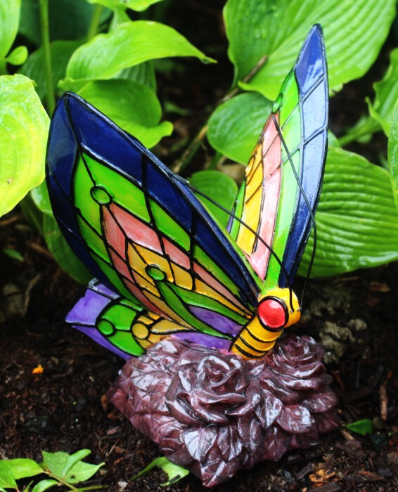 Solar power garden decor art butterfly statue outdoor for Outdoor butterfly decor