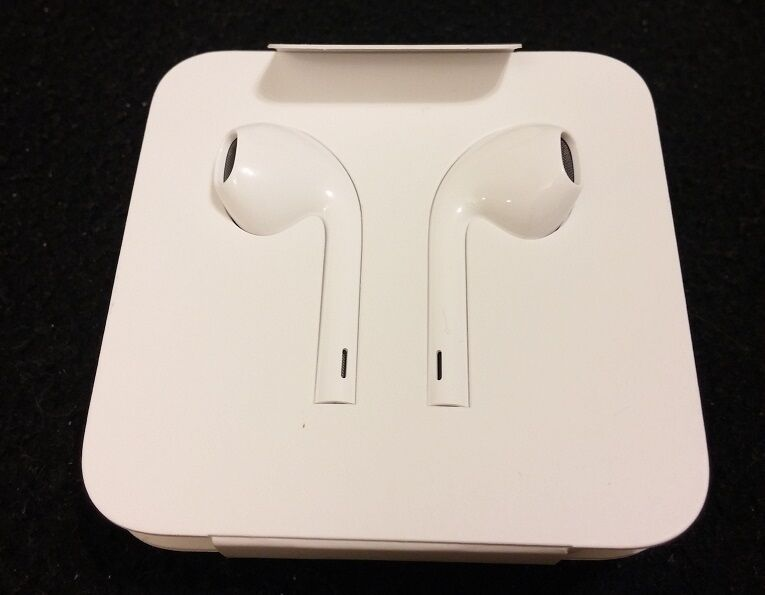 brand new genuine oem official apple iphone 7 lightning earpods earbuds with mic 190198001696 ebay. Black Bedroom Furniture Sets. Home Design Ideas