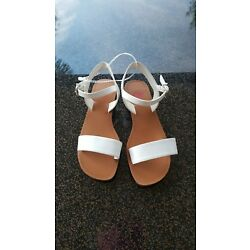 GB Girls Karry-On Banded Flat Sandals White Size 2 Strappy Buckle Sandals
