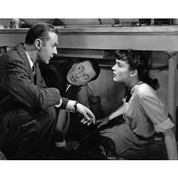 Jennifer Jones and Charles Boyer UNSIGNED 10'' x 8'' photo - P4659 - Cluny Brown