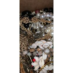 Kyпить Lot Of Around 4 Pounds Vintage Jewelry Out Of An Estate  на еВаy.соm
