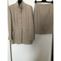 New Renzo Tonello,2pc.Ladies Suit,100%Wool,Size 42,Color Oatmeal.Made in Italy.
