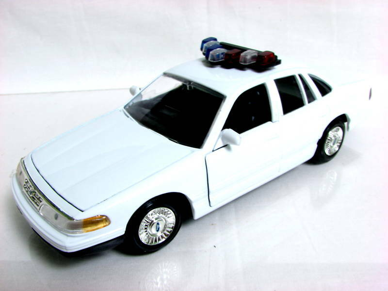 Motormax 98 ford crown victoria police 1 24 diecast car ebay for Crown motors ford redding