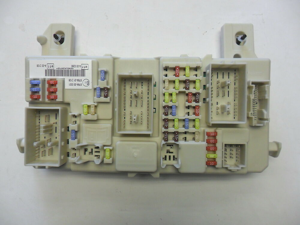 Gem Car Fuse Box : Brand new genuine ford focus gem module fuse box ebay