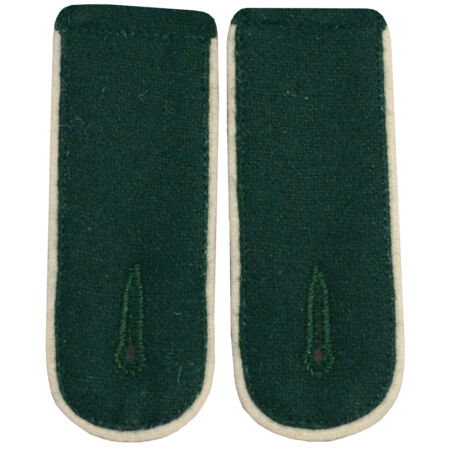 img-Infantry EM Shoulder Boards Bottle Green - White Piped - WW2 Repro Epaulettes