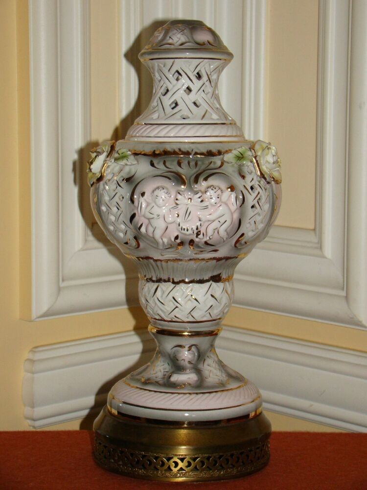 Victorian Table Lamps : Vintage porcelain victorian style lamp w gold trim on