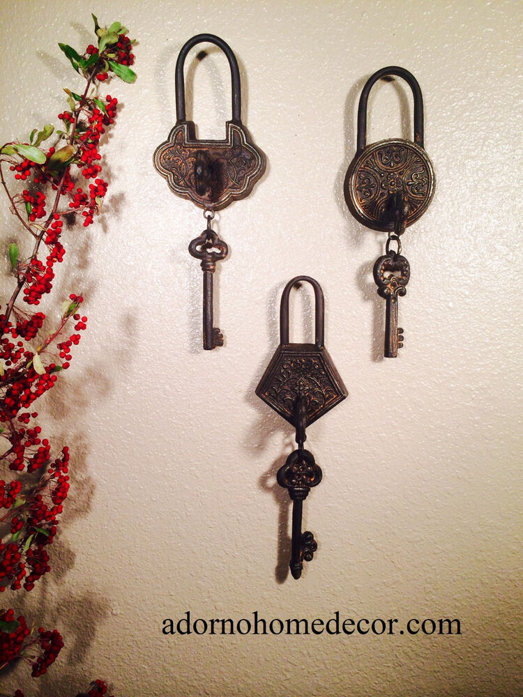 Metal iron victorian skeleton keys with lock keyhole for Lock and key decor