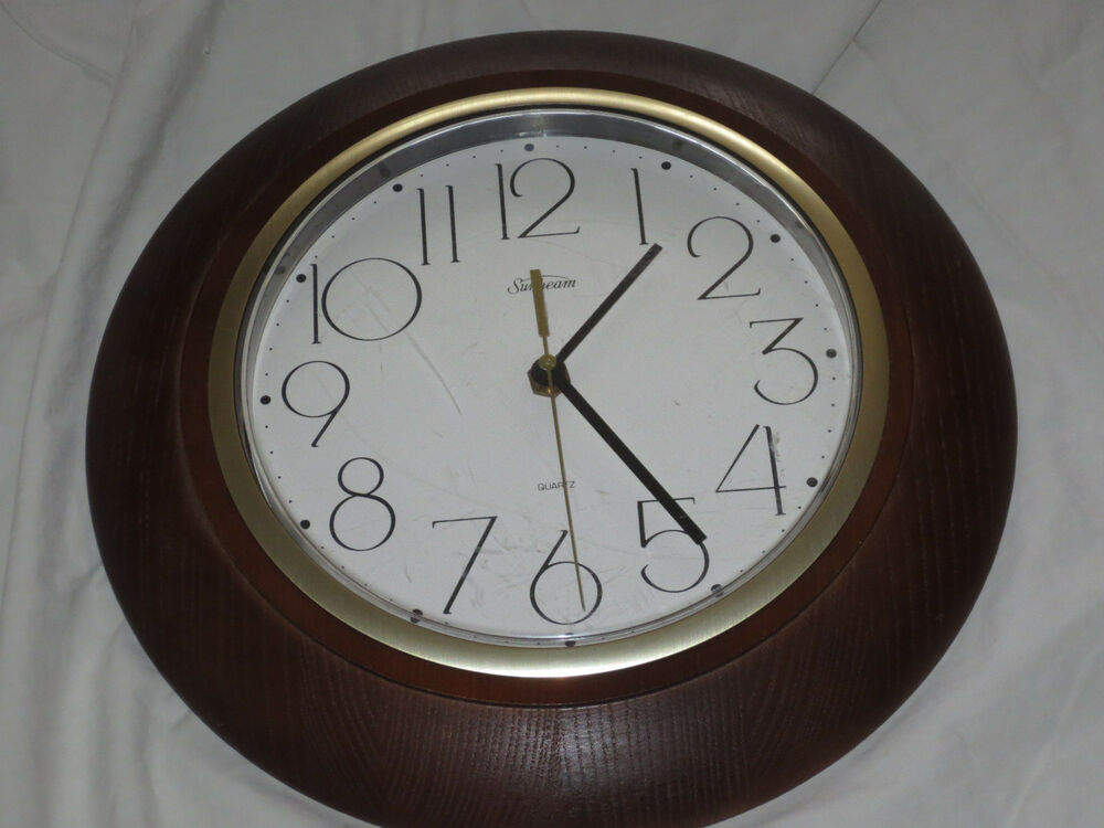 Vtg 12 Quot Diameter Sunbeam Quartz Wall Clock Wood Frame 093