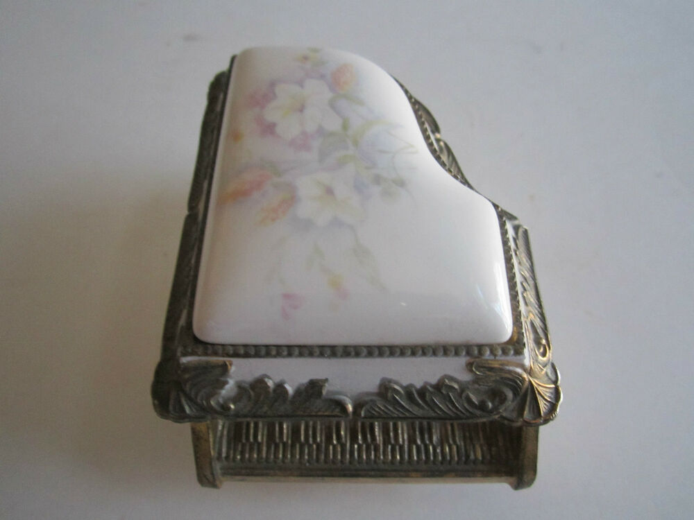 San Francisco Music Box Jewelry Fan Shop See All. Skip to end of links $ Twirls and Swirls Ballerina Musical Jewelry Box Multi-Colored. Average rating: out of 5 stars, based on reviews $ Phantom of the Opera Mask and Rose Glass Musical Drawer Box Multi-Colored.5/5(1).