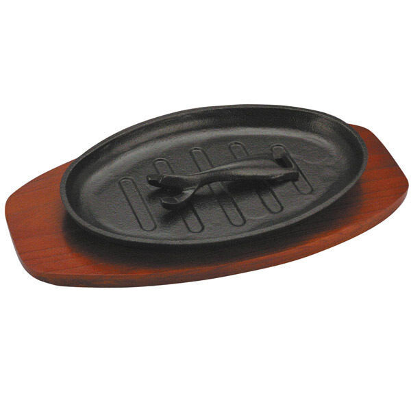 cast iron oval sizzle platter w wooden base sizzler