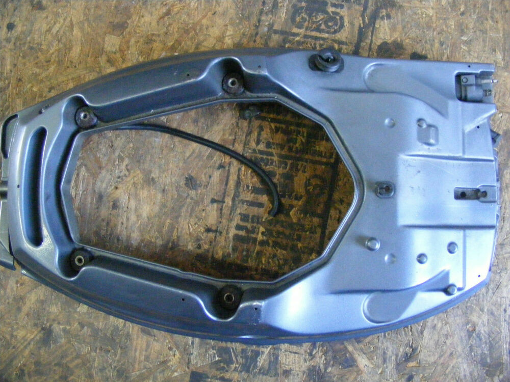 Yamaha F 25 Hp Bottom Cowling Engine Cover 65w 42710 10 4d