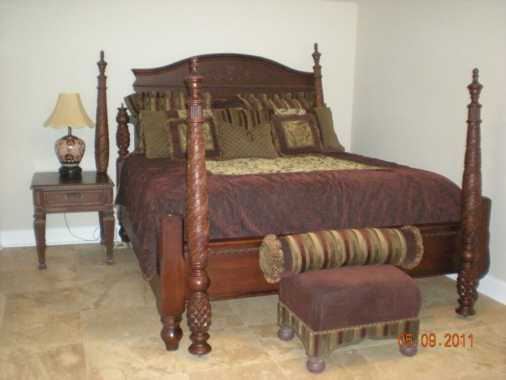 Thomasville 5 Piece Wood Bed Dresser 2 End Tables And