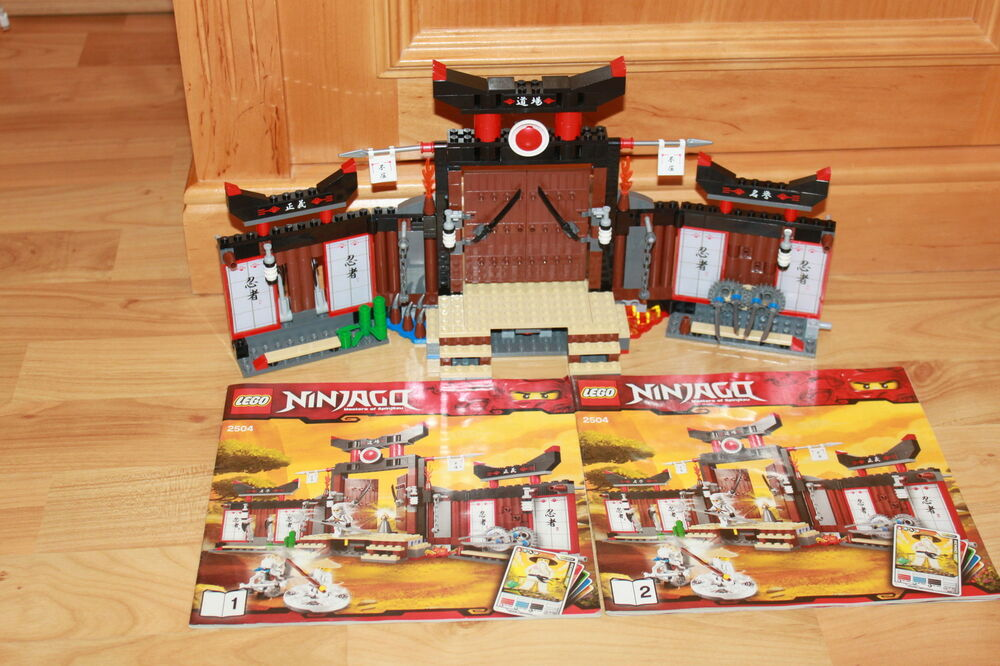 lego ninjago ninja spinjitzu dojo mit waffen. Black Bedroom Furniture Sets. Home Design Ideas