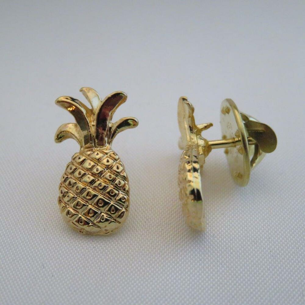 Small Pineapple Pin Gold Finish Hospitality Pins Gift Idea