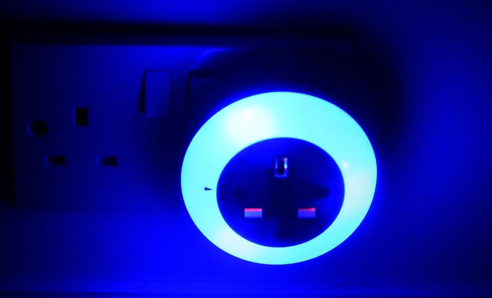 Led Plug In 3 Colour Changing Night Light Lamp Light