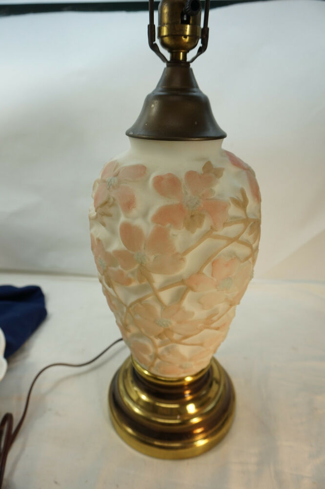 Antique Lamp Vintage Table Co : Consolidated glass lamp antique vintage dogwood pattern