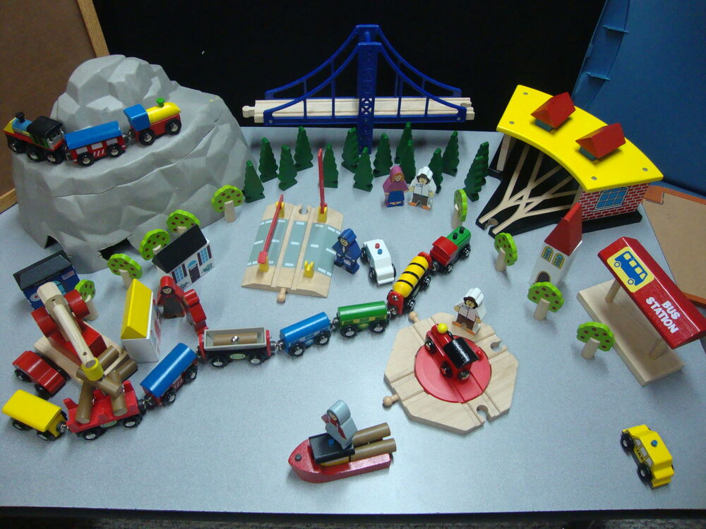 Kidkraft wooden train set and train table reversible ebay for 100 piece cityscape train set and wooden activity table
