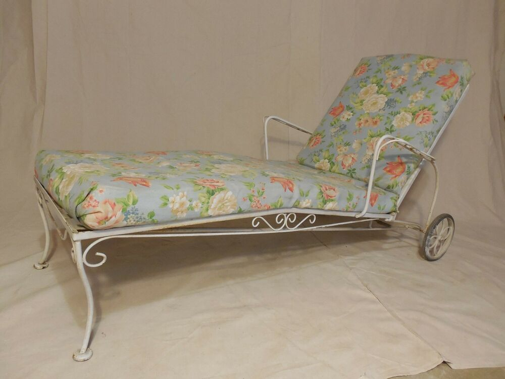 Vintage wrought iron woodard style chaise lounge ebay for Antique chaise lounge ebay
