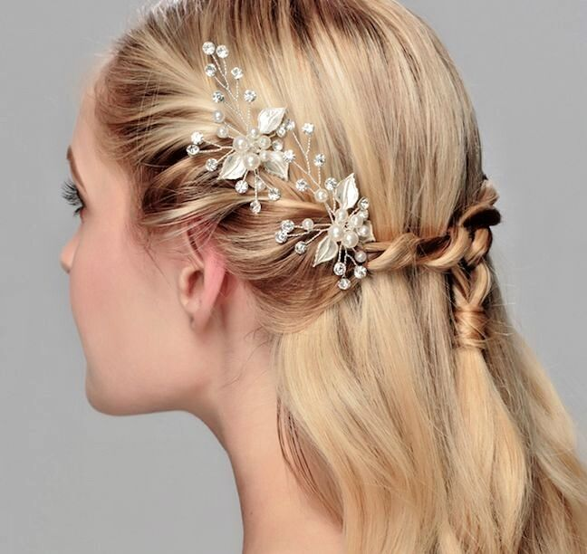 Silver Elegant Bridal Comb With Crystals And Pearls