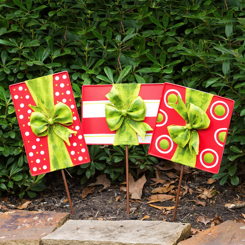 Outdoor Christmas Decorations: Christmas Gift Box Door Decoration And Lawn Ornaments (Set