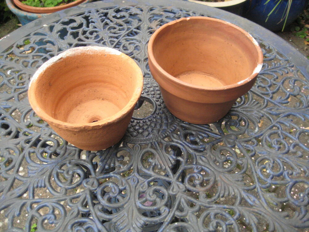 Two small clay flower pots ebay for Small clay flower pots
