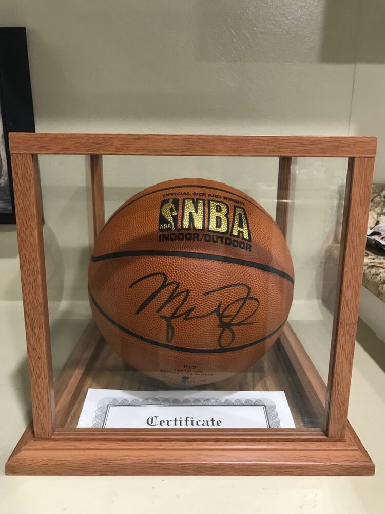huge selection of b9f5a bf5db MICHAEL JORDAN AUTOGRAPHED BASKETBALL WITH DISPLAY CASE AND CERTIFICATE |  eBay