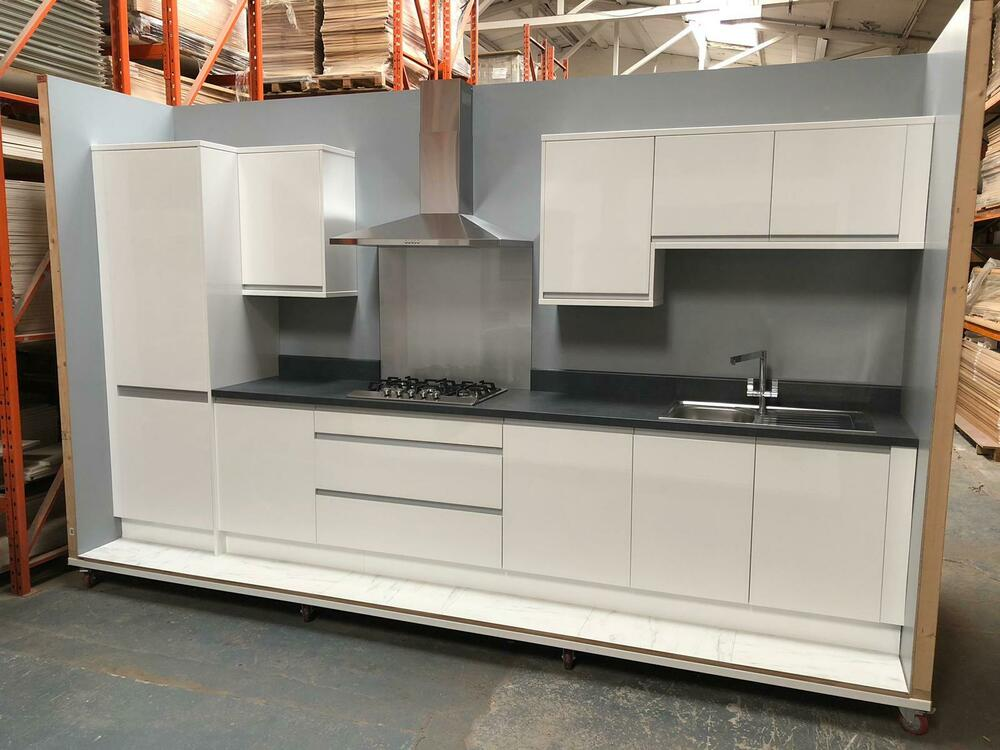High Gloss White Kitchen Doors & Cabinets With Handleless