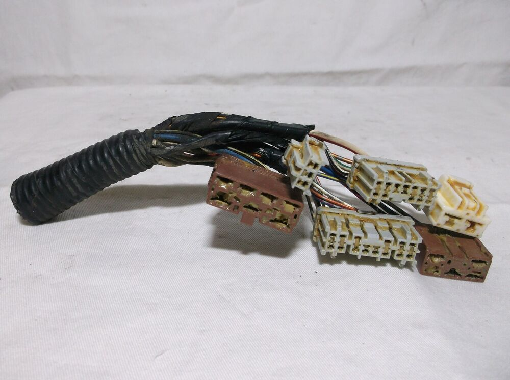 01  Fuse   Relay   Box   Harness  Plugs  Wires