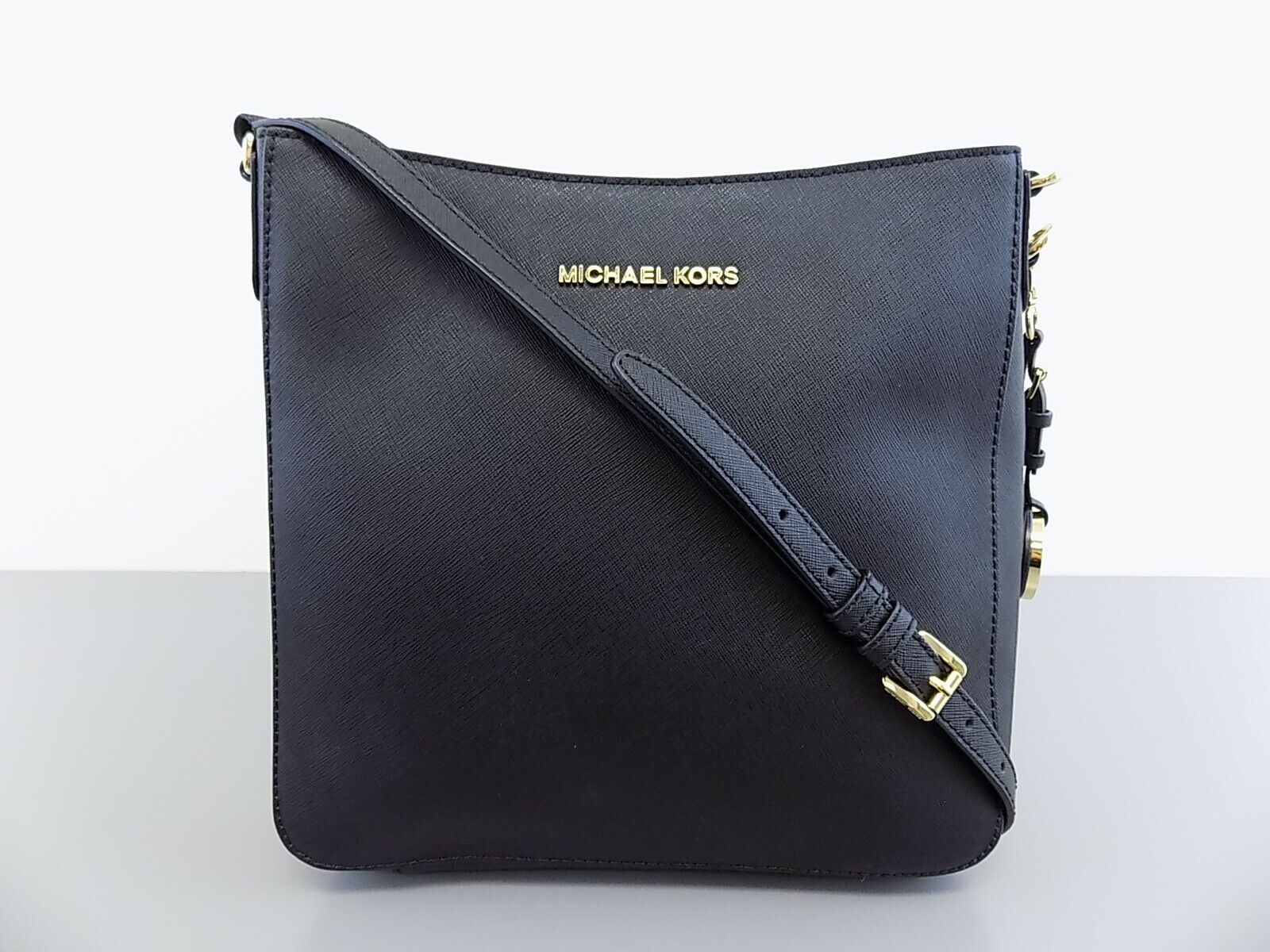 533ede6e0e7bd9 UPC 885949909986 product image for Pre-owned Michael Kors Jet Set Travel  Messenger Saffiano Leather ...