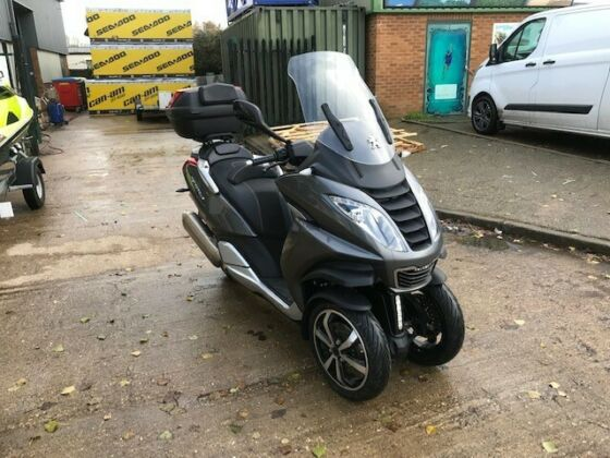 PEUGEOT METROPOLIS TRIKE MOPED 2018. 218 MILES IN GREAT CONDITION
